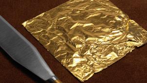 coltello e foglia oro